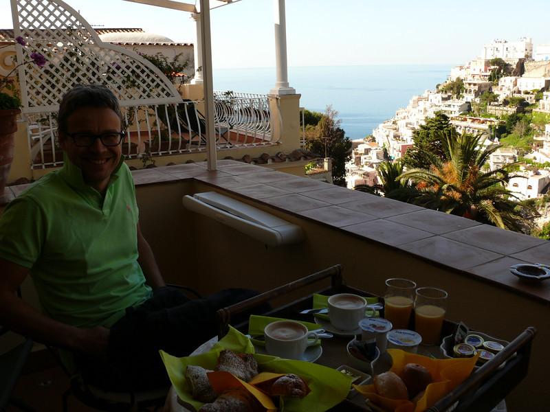 Hommikusöök Villa Mary rõdul