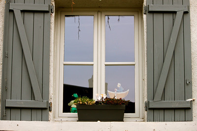 Photofreak. Les Andelys window. France.