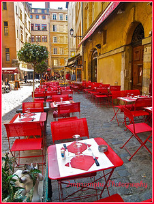 June 10, 2011. This looks like an excellent place to be on a friday!!! Bistro. Lyon, France.