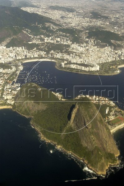 Aerial view of Rio de Janeiro, with the Sugarloaf mountain in the foreground, Nov. 23, 2004.(AustralFoto/Douglas Engle)