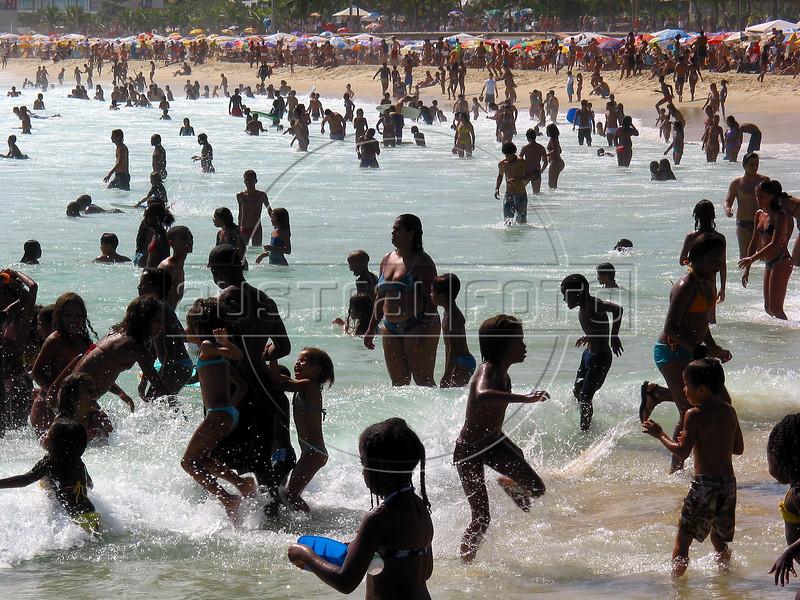 Beachgoers enjoy the summer sun on Ipanema beach in Rio de Janeiro.(AustralFoto/Douglas Engle)