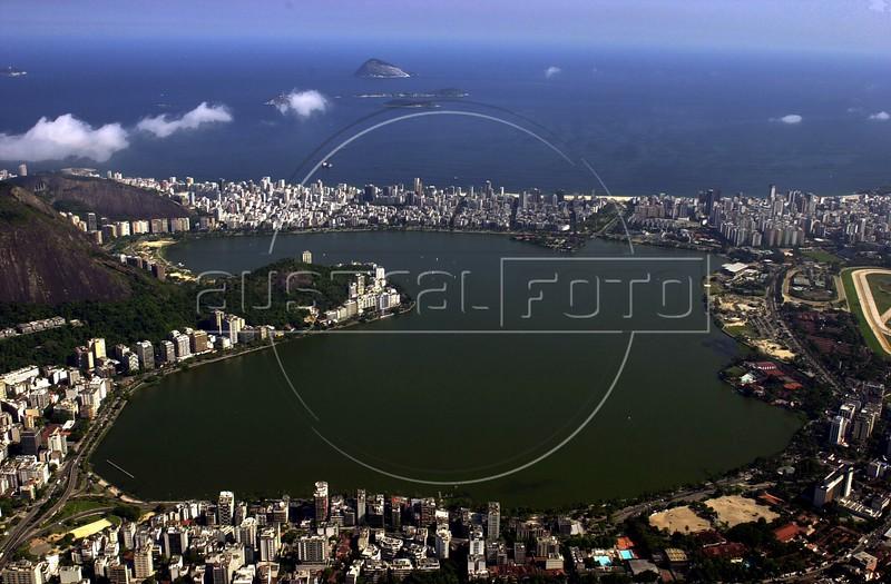 A view of the Rodrigo de Freitas lagoon in Rio de Janeiro, which is surrounded by Ipanema and Leblon, top, and Jardim Bot‡nico, Bottom. (AustralFoto/Douglas Engle)