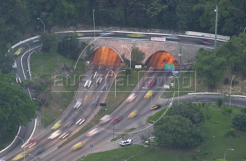 Traffic passes through the Rebouas tunnel in Rio de Janeiro. (AustralFoto/Douglas Engle)