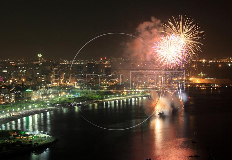 New Year 2013 fireworks on the Flamengo Beach in Rio de Janeiro. (Australfoto/Douglas Engle)