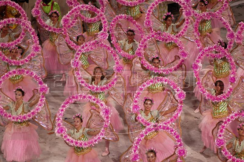 "Members of the Mangueira Samba School parade during the ""Special group"" parade in rio de Janeiro, Brazil, Feb. 22, 2004. (AustralFoto/Douglas Engle)"