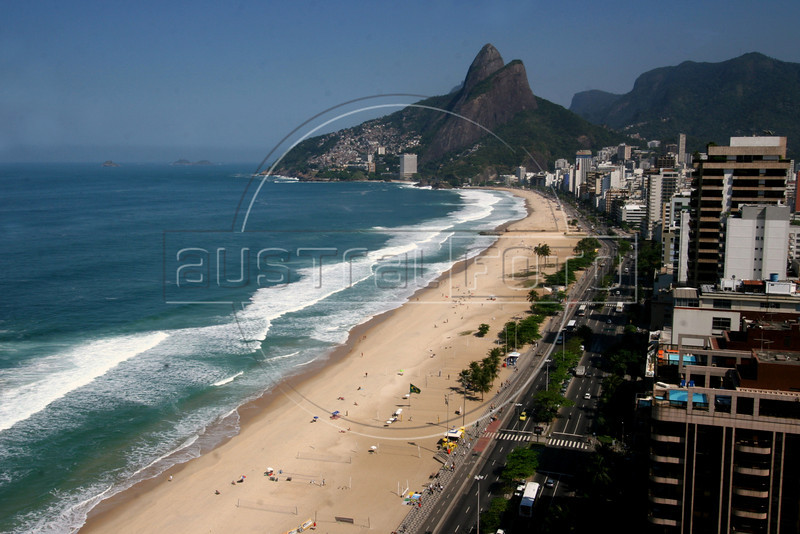 A view of the Two Brothers Mountain, seen from the Ceasar Park hotel In Rio de Janeiro, Brazil, August 23, 2006.(Photo/Douglas Engle/AustralFoto)