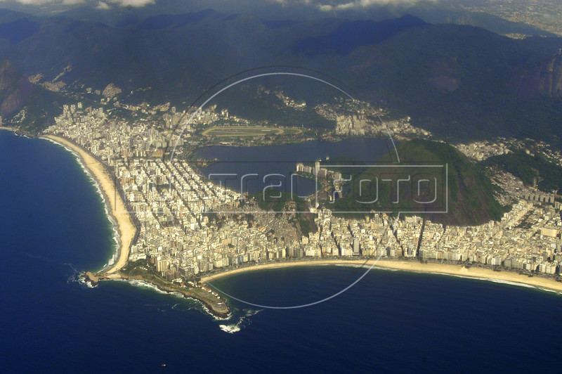 Aerial view of the south side of Rio de Janeiro, showing Copacabana Beach right, and Ipanema Beach, left, Nov. 23, 2004.(AustralFoto/Douglas Engle)
