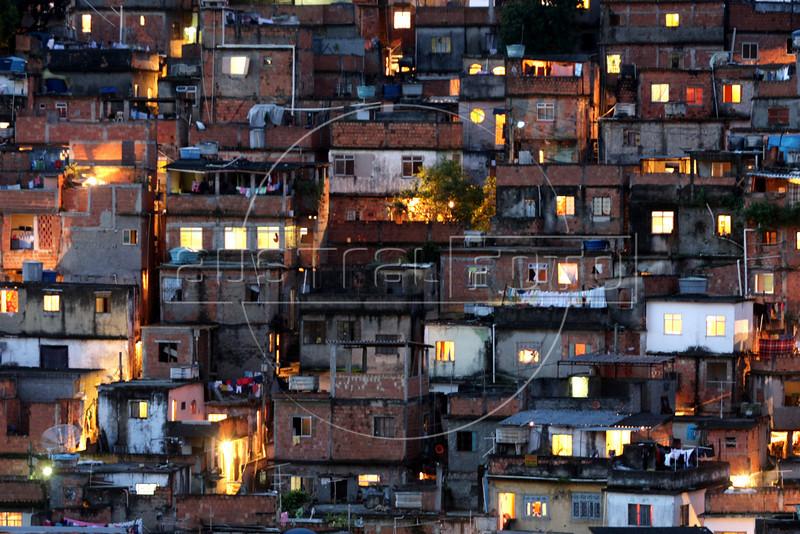 A view of the Vila Cruzeiro slum in Rio de Janeiro, Brazil.(Australfoto/Douglas Engle)