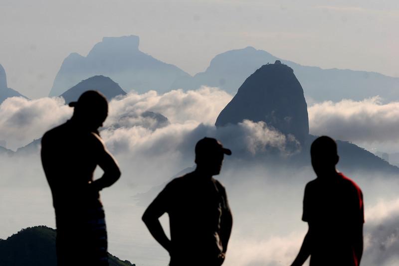 Visitors to Niteroi's Parque da Cidade watch  fog roll into Rio de Janeiro, surrounding the Sugarloaf Mountain, right.(Australfoto/Douglas Engle)