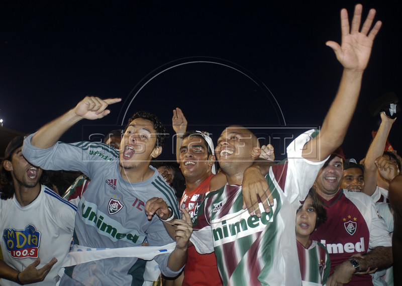 Members of the Fluminense soccer team celebrate their victory in the Rio Cup in the Maracana Stadium, April 5, 2005. (AustralFoto/Douglas Engle)