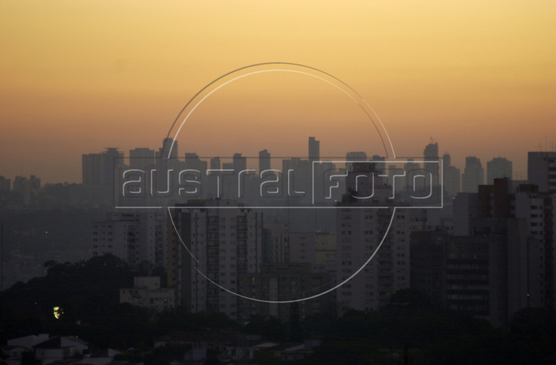 Sao Paulo, Brazil at dusk, June 21, 2000. With a population of about 17 million, Sao Paulo is South America's largest city, and the economic heart of Brazil.(Australfoto/Douglas Engle)(Australfoto/Douglas Engle)