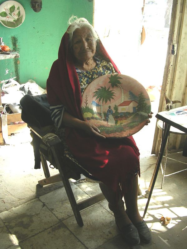 2/16/05 Maria Rosales holding a platter made by someone in her family (Galan)