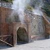 La solfatara a Pozzuoli. Queste erano grotte in cui si faceva una volta la sauna, ora l'ingresso e' chiuso.