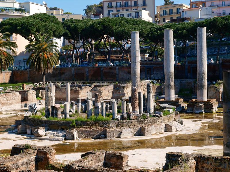 Il tempio di Serapide a Pozzuoli (chi trova il gatto?)