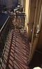 005  Praag - Balkon met schaduwen bij Sandova