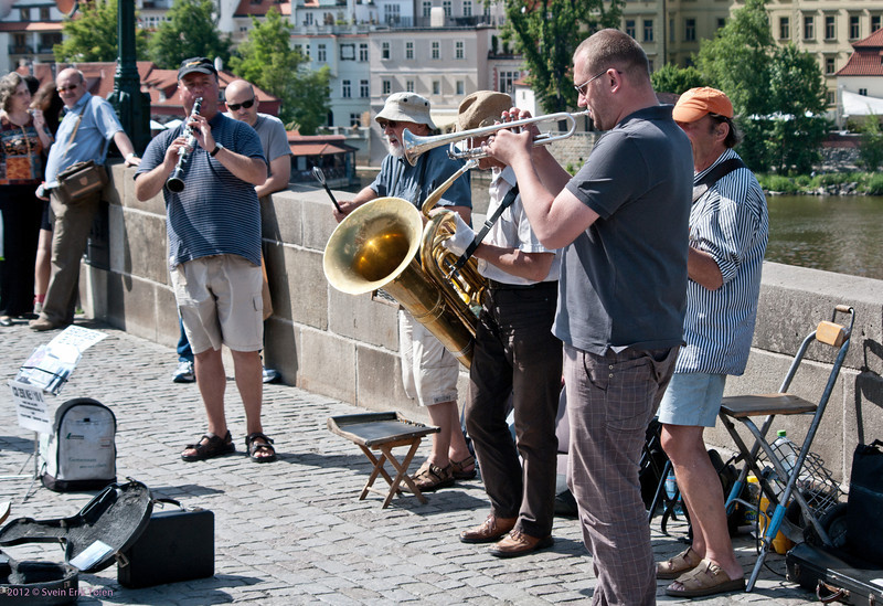 Performing at the Karlsbrücke
