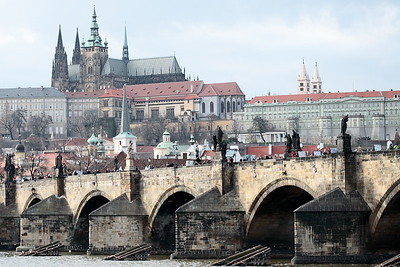 Karlův most (Charles Bridge) and Pražský hrad (Prague Castle).