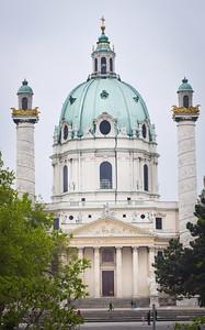 Vienna: Karlskirche (1737)