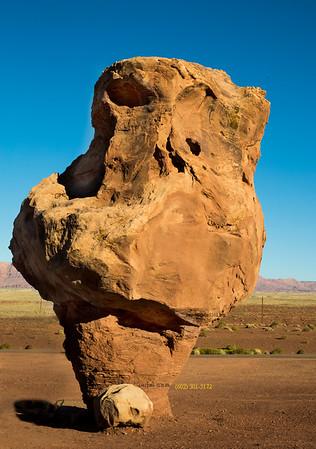 _N9A8864 odd rock at cliff Dwellers AZ