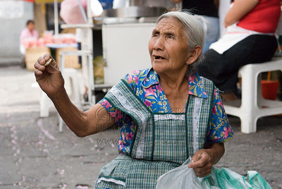 Woman selling beans in Atlixco