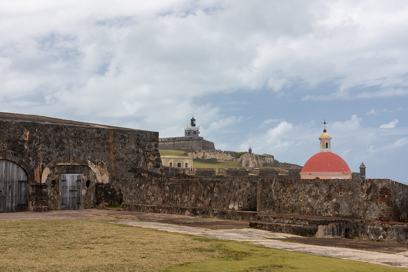 Santa Maria Cemetery with the San Felipe del Morro Fortress