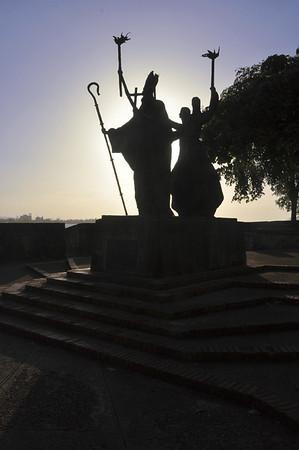 Old San Juan - Women and the Bishop, night closing in ...