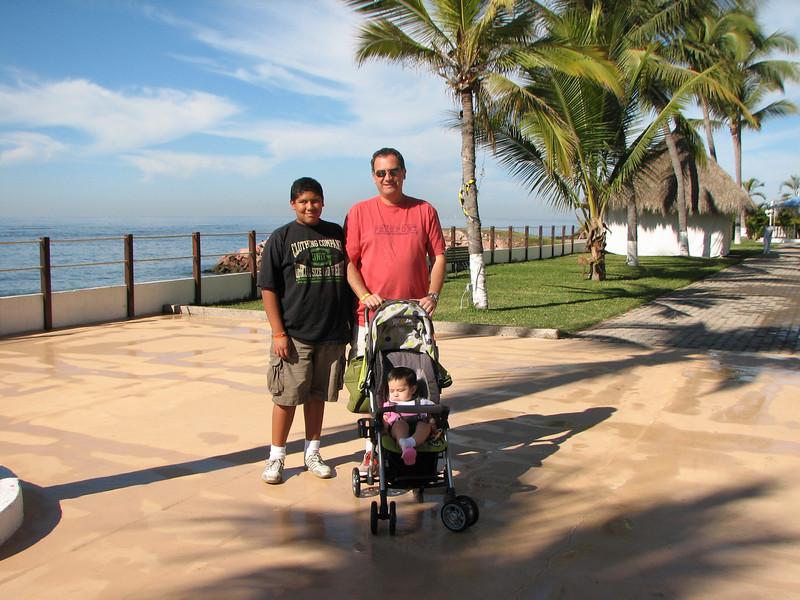 At the boardwalk...  it was a bright sunny morning, with a nice refreshing breeze blowing... perfect day!<br /> <br /> Frente al mar, era una ma~ana soleada con una refrescante brisa soplando, un dia perfecto!