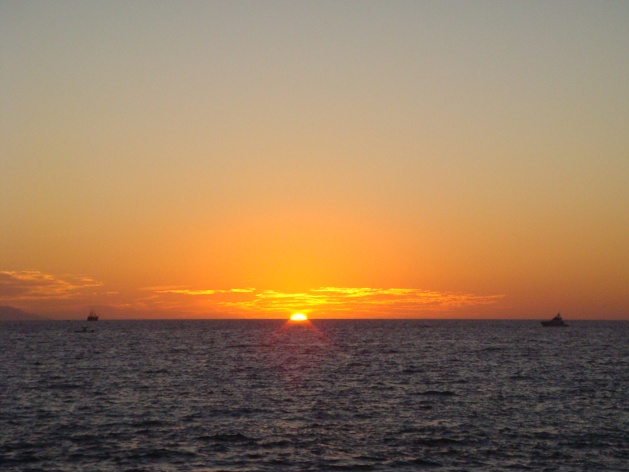A gorgeous sunset...<br /> <br /> Un lindisimo sunset...