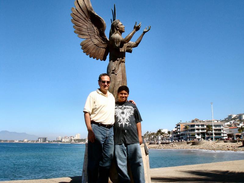 Under the angel's wings...<br /> <br /> Bajo las alas del angel...