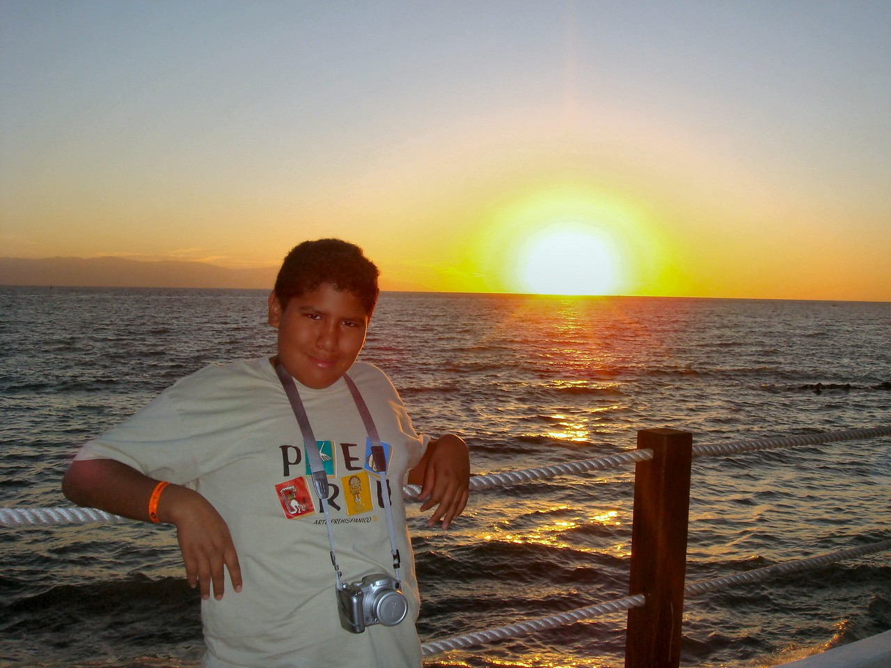 Caesar watching the sunset at the beach...<br /> <br /> Cesar mirando el sunset en la playa...