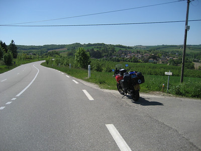 Not bad roads eh? this is the Dordogne