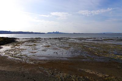 Québec depuis l'île d'Orléans et la plage de Sainte-Pétronille.