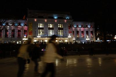 La patinoire vient d'être installée devant le palais Montcalm annonce l'hiver et la saision du patinage