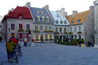 Place Royale, quartier du Petit Champlain, charmant, malgré un petit air de Disneyland.