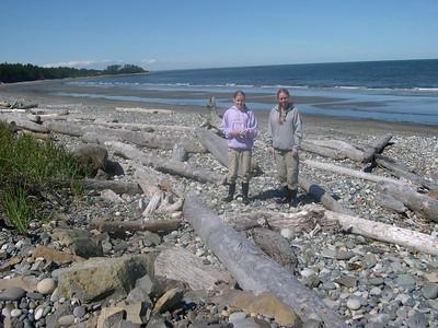 Beachcombers Aunika & Kjirsten.