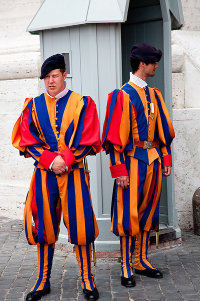 THE SWISS GUARD-THEY ARE THE VATICAN POLICE!