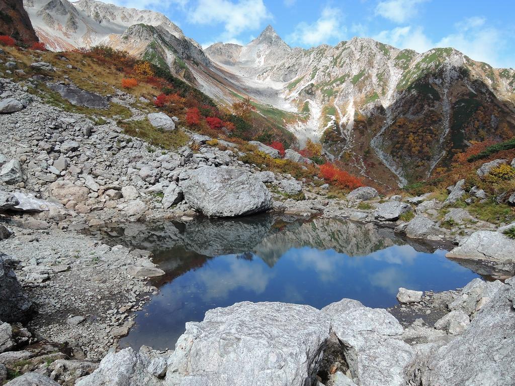 Tenguike Pond reflecting Yarigatake.