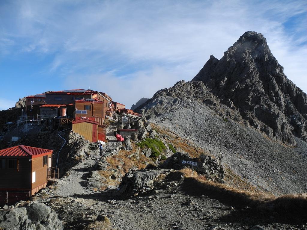 Yarigatake Sanso Hute with Yari peak in the background.