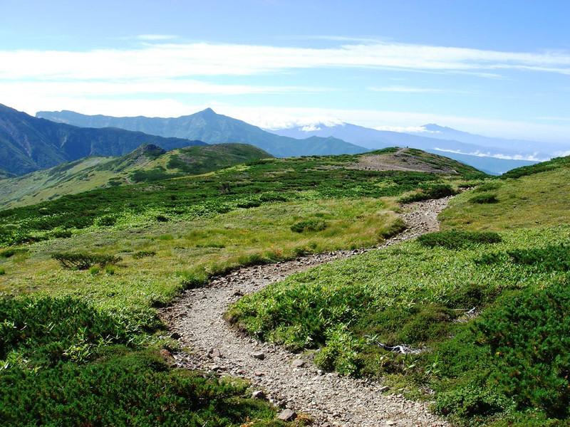 TRAIL TOWARDS YAKUSHIDAKE ON ROOF OF JAPAN TREK.