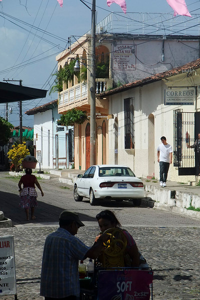 We had a nice long walk around the town. Pablo knew many people from here and all the really interesting places. This is a typical street in Suchitoto.