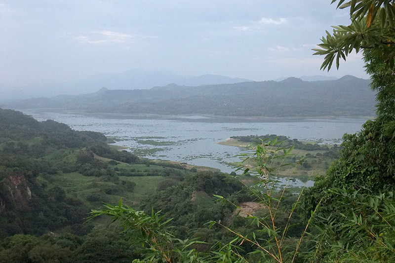 Later, we traveled to have a look at a small part of Lake Suchitlan, the largest lake in El Salvador