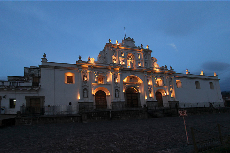 We took an evening walk in downtown Antigua. The Cathedral of San Jose was nicely lit.