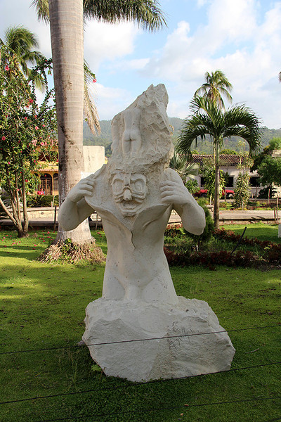 We weren't sure just what to make of this interesting sculpture in the Copan Ruinas town square.