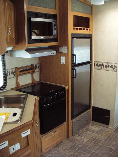 Nice kitchen, gas range,micro wave,gas/electric refrig.