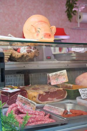 Peak into a boucherie... mmmm meat!