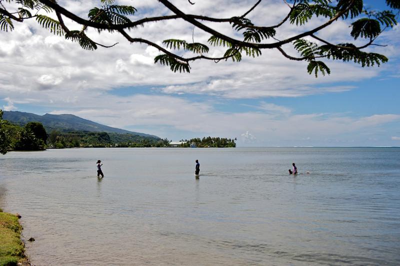 Family outing, Tahiti style