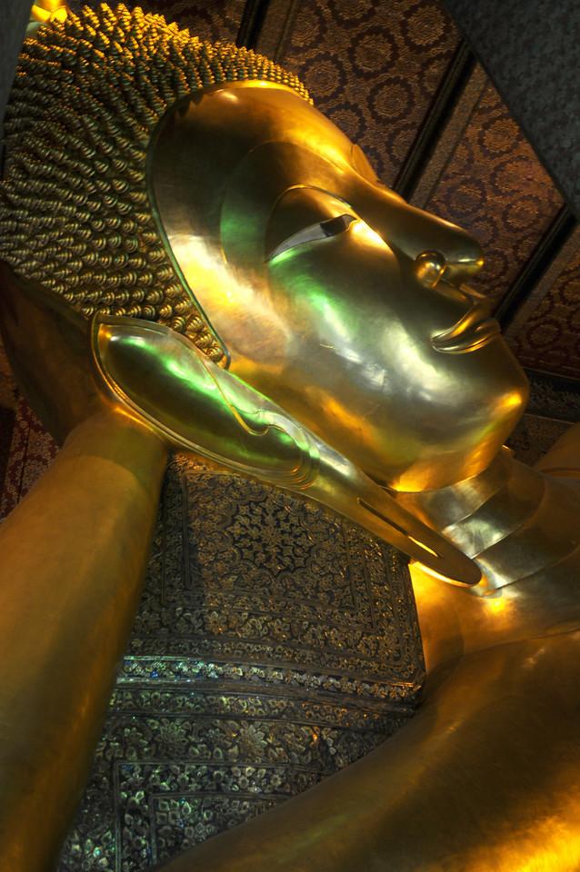 The giant reclining Buddha.