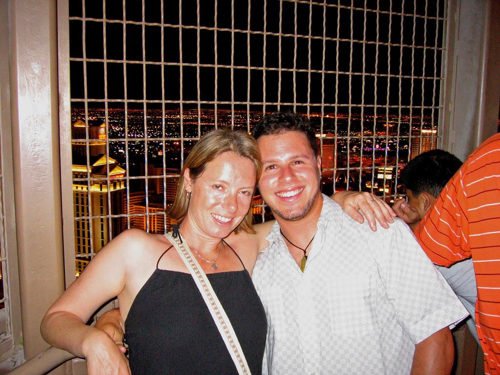 Famous couple Eiffel Tower, Las Vegas