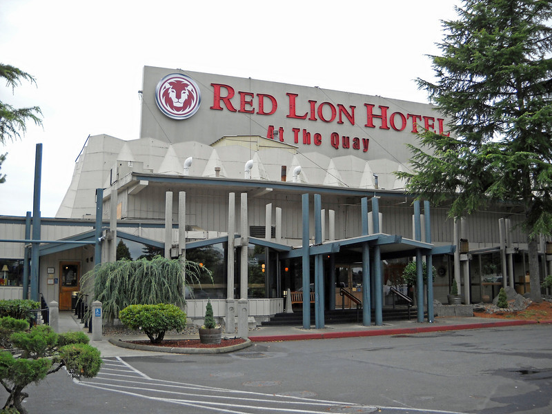 Entry to Red Lion Hotel, Vancouver, WA