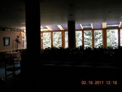 Kiwi lounge... breakfast buffet and social evening spot